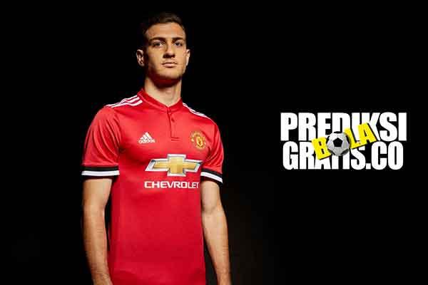 diogo dalot, manchester united, porto, portugal, premier league, jose mourinho, ashley young, antonio valencia